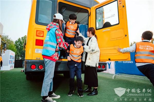 儿童交通安全公益行:宇通牵手壹基金,走进校园普及安全教育