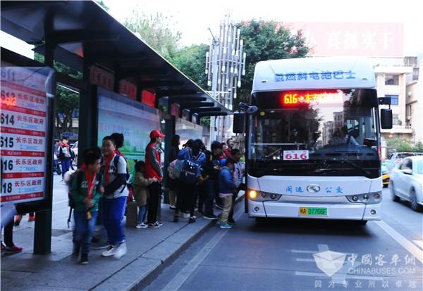 """""""氢""""动福建 金龙氢燃料电池公交福州示范运营"""