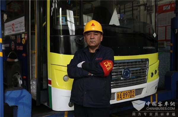 乌鲁木齐珍宝巴士努尔艾力·卡德尔:确保每一个零部件修复完好