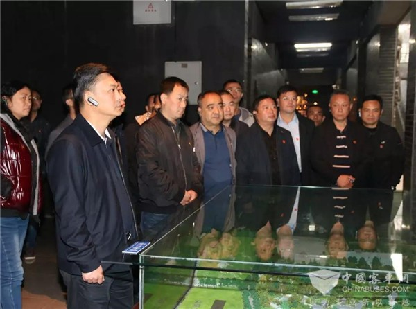 贵州:贵阳公交集团开展主题红色