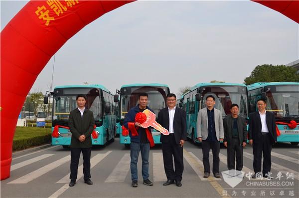 """""""中国茶都""""的""""绿色风景"""" 安凯新能源公交车交付安溪"""