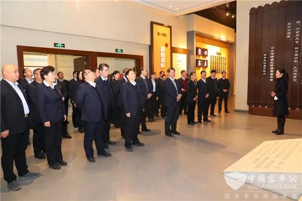 河南:郑州公交党委领导到河南廉政文化教育馆参观见学