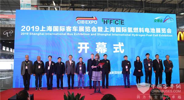 两款拳头产品亮相!上海国际客车展申龙客车荣获新能源公交客车创新奖
