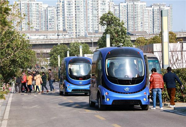 国内首家!苏州金龙实现无人驾驶巴士编队行驶