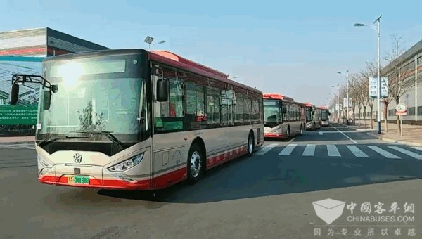 """节前""""上岗"""" 900台银隆新能源公交车天津投运"""