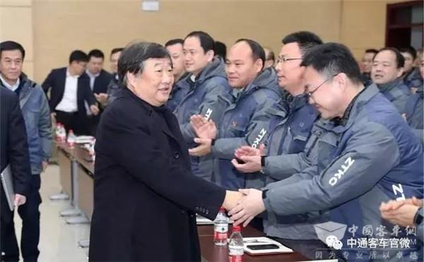 谭旭光赴中通客车尉问干部员工,要求企业实现新跨越!