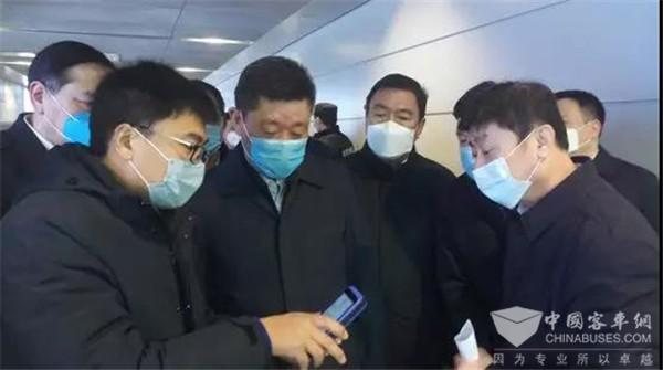 山东公交:济南市副市长等领导到济南东站公交枢纽检查督导疫情防控工作