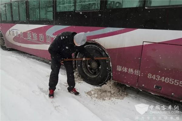 大连公交:风雪寒潮中 公交人再成最美逆行者