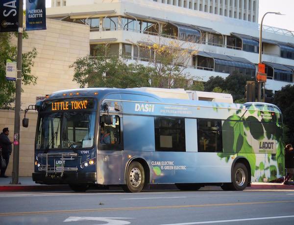 美国最大纯电动巴士订单揭晓 134台比亚迪纯电动巴士交付洛杉矶