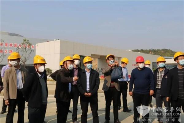 国家工信部科技司王卫明副司长到金龙汽车龙海基地督导复工复产工作