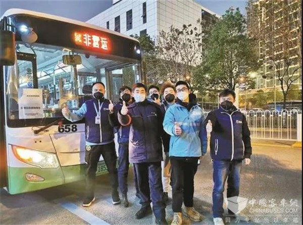 """武汉公交集团""""劳模线路"""" 挺进抗疫最前沿"""