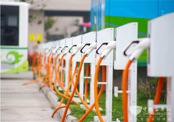 国家发改委:今年全国预计新建60万多个新能源车充电桩