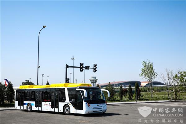 """12辆宇通纯电动机场摆渡车交付东航 助力北京大兴机场提高""""绿色含量"""""""