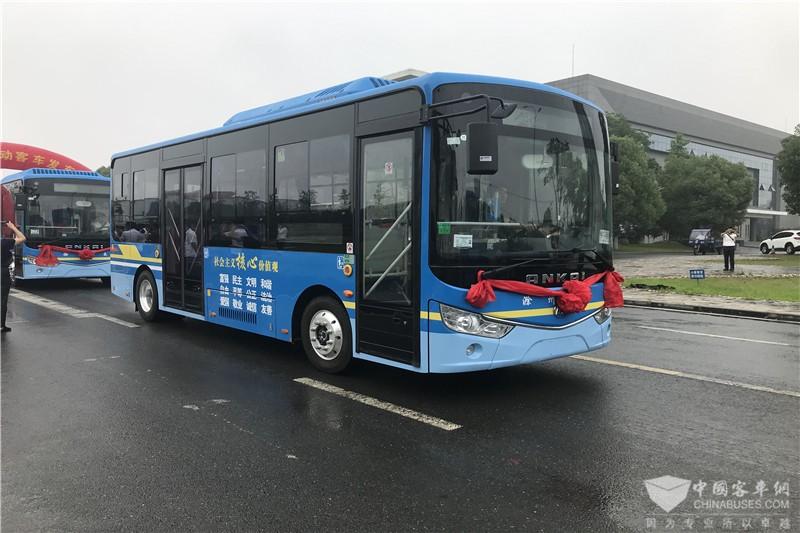 环保舒适的纯电动公交车