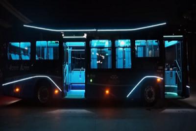 """TA来了!比亚迪全新客车一直为你""""灯""""候"""