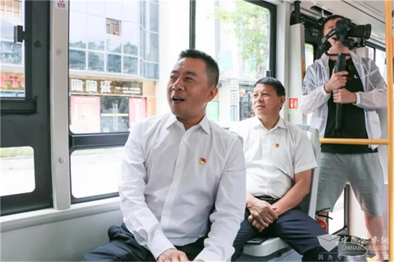 """中车电动""""新8客""""驶入攀枝花"""