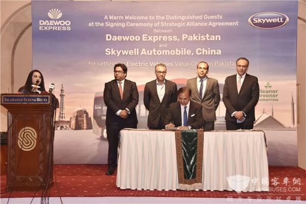 深化布局全球战略 开沃集团与巴基斯坦大宇快运达成战略联盟协议(图1)