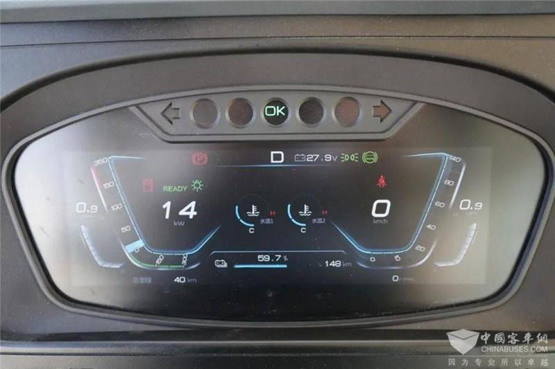 12英寸液晶仪表,显示内容可个性化设置。还具备语音提醒功能,不用担心复杂光线环境下看不清仪表,始终掌握整车动态。