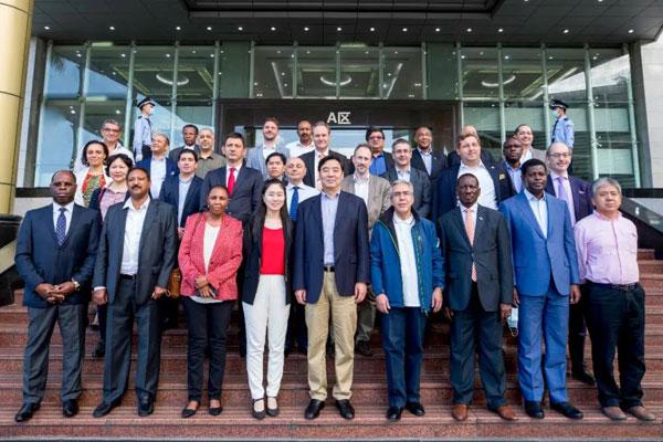 够硬核!近30国驻华大使为比亚迪技术点赞
