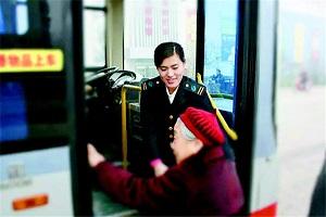 明年在山东满60岁可免费乘公交 不分国籍不分地域