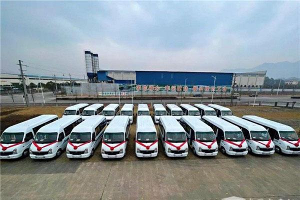 2021海外开门红 五菱客车首批海外订单正式发车