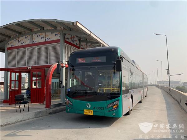 """牵手""""巴铁""""共绘""""一带一路"""" 金旅新能源BRT批量交付巴基斯坦白沙瓦"""