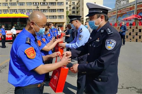 关心关爱理解尊重 新疆公交开展520公交驾驶员关爱日活动