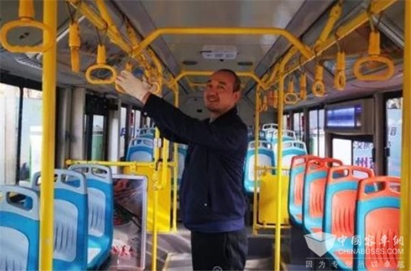 兰州公交集团:车厢内温度高于30℃,开空调!