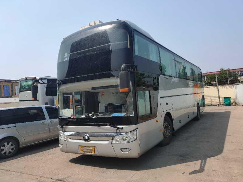 2017年5月 44座国五气囊中门宇通6126型豪华客车