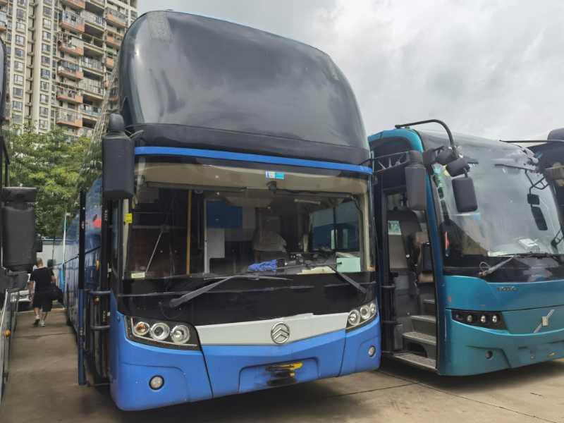 2012年8月 47座一层半旅游客运金旅6128型气囊车