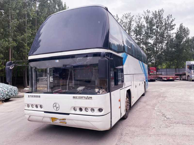 2017年6月 同款两台国五排放54座一层半北方尼奥普兰6128客车