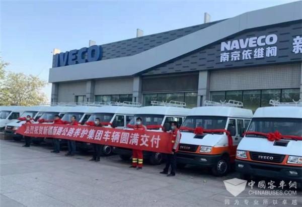 依维柯工程车成功交付 携手新疆新路为公路护航
