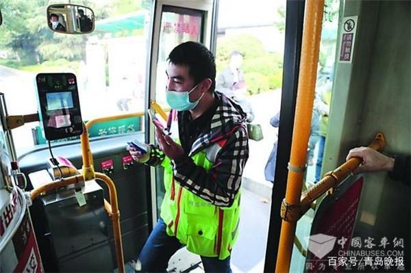 青岛:五千多辆公交车装上导盲系统 方便特需乘客出行