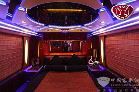 北京车展上金龙房车车内豪华卧室
