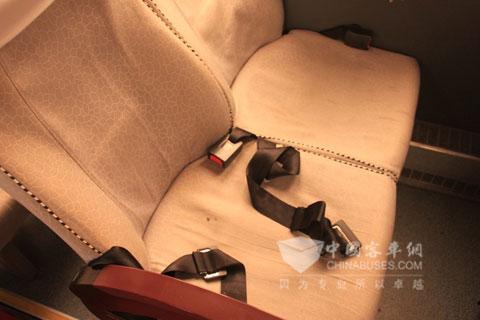 每个座位上都有配置安全带