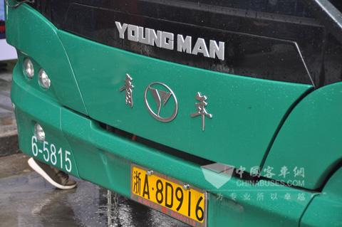 青年新型纯电动公交
