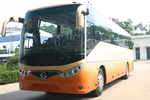 西沃客车700i投入使用城际公交车高清图片