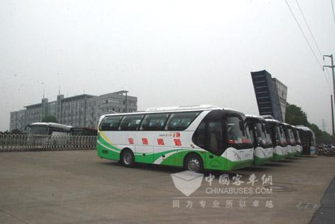 青年JNP6900T豪华旅游车
