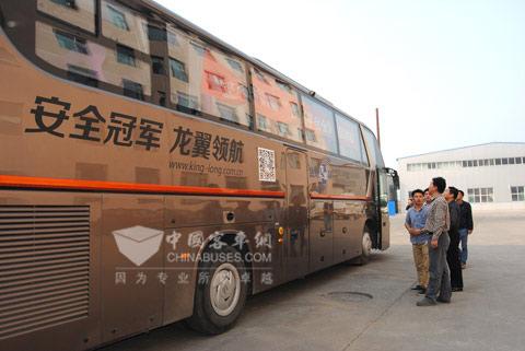 长治汽运的领导亲自试乘加载龙翼平台的大金龙客车