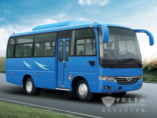 搭载VM发动机的25座少林7米中巴车