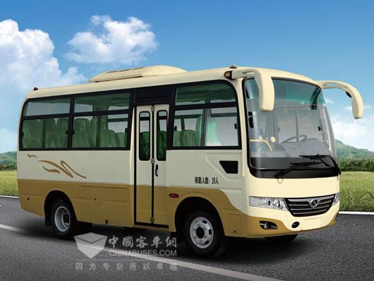 搭载VM发动机的19座少林6米中巴车