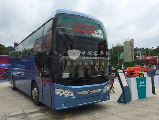 桂林大宇携GL6122HCD大容量客车亮相东盟博览会