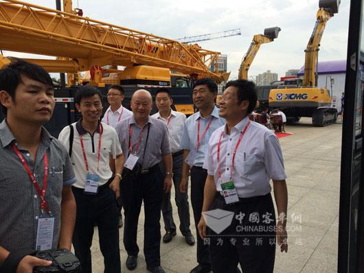 桂林大宇客车吸引了众人关注的目光