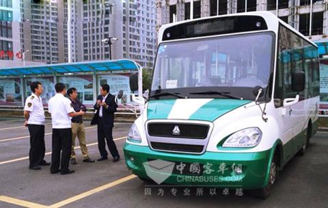 豪沃6米微电动客车在山东青岛试运行