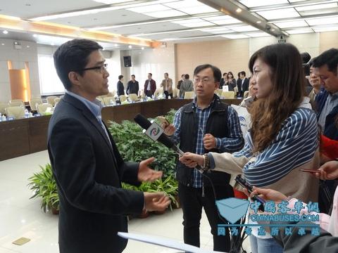 工程技术研究中心技术委员会主任委员、清华大学汽车安全与节能国家重点实验室主任欧阳明高教授接受媒体采访