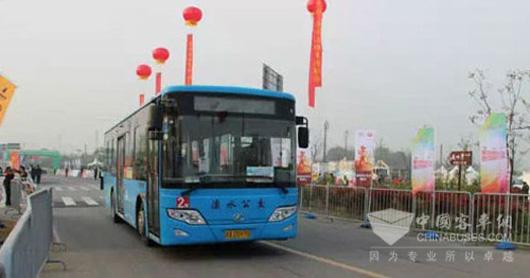 南京金龙赞助溧水半程马拉松十台纯电动公交