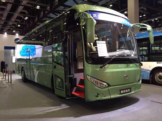 南京金龙太阳能电动大巴闪耀道路运输展