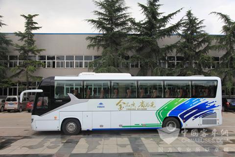 宇通zk6120hqy客车侧面
