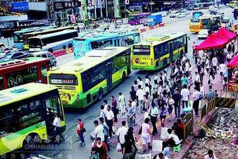 广州街头公交拥堵