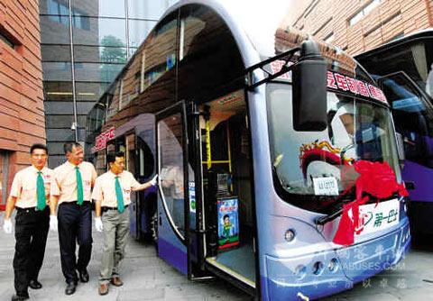 """广州市纯电动公交车首次营运启动仪式""""上"""